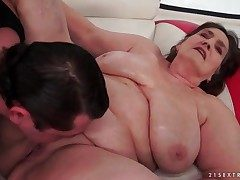 Old BBW fucked in the brush undecorated pussy