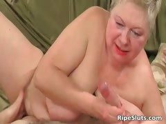 Chunky mature blonde gets meaty pussy part2