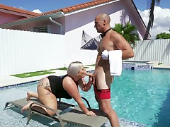 Big booty platinum-blonde whore gets intimate by the pool